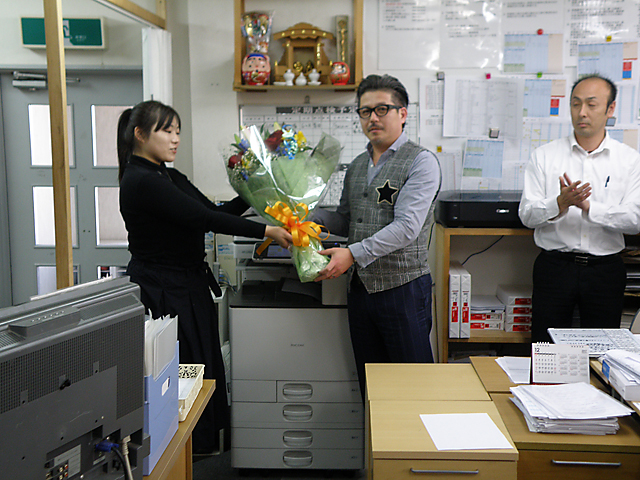 社長誕生日花束贈呈